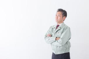 日本人シニアの男性作業員の写真素材 [FYI04654681]