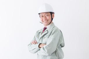 日本人シニアの男性作業員の写真素材 [FYI04654695]