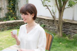 日本人女性の写真素材 [FYI04654799]