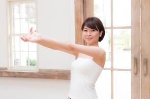日本人女性の写真素材 [FYI04654886]