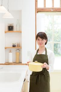 日本人女性の写真素材 [FYI04654912]