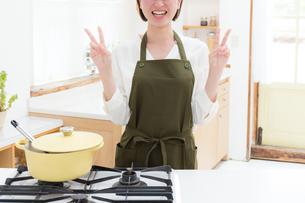 日本人女性の写真素材 [FYI04654913]