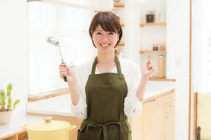 日本人女性の写真素材 [FYI04654925]