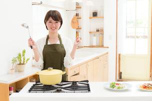 日本人女性の写真素材 [FYI04654927]
