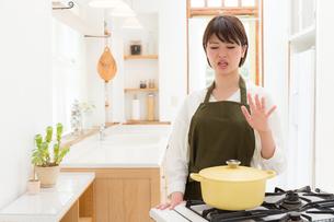 日本人女性の写真素材 [FYI04654947]