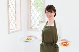 日本人女性の写真素材 [FYI04654958]
