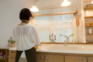 日本人女性の写真素材 [FYI04654979]