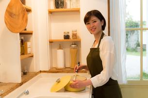 日本人女性の写真素材 [FYI04654983]