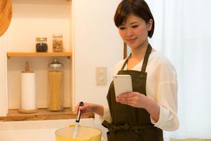 日本人女性の写真素材 [FYI04654988]