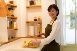 日本人女性の写真素材 [FYI04654989]