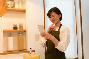 日本人女性の写真素材 [FYI04654992]