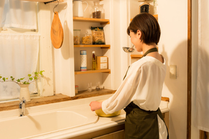 日本人女性の写真素材 [FYI04654996]