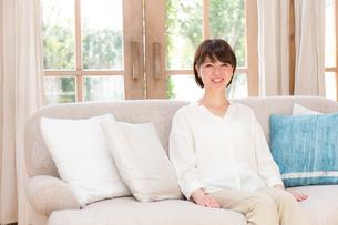 日本人女性の写真素材 [FYI04654999]