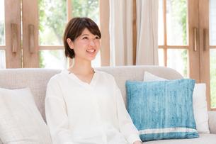日本人女性の写真素材 [FYI04655019]