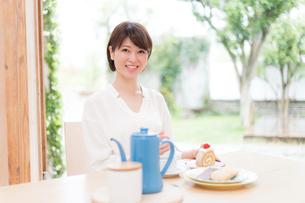 日本人女性の写真素材 [FYI04655068]