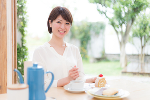 日本人女性の写真素材 [FYI04655069]