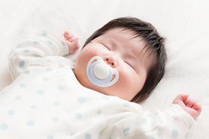 赤ちゃんの写真素材 [FYI04655292]