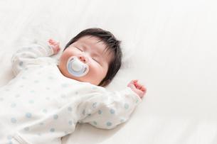 赤ちゃんの写真素材 [FYI04655296]