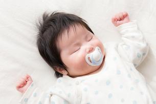 赤ちゃんの写真素材 [FYI04655297]