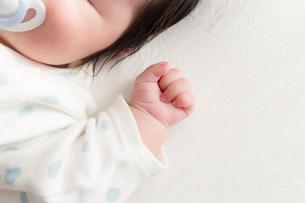 赤ちゃんの写真素材 [FYI04655301]