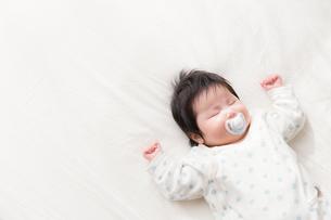 赤ちゃんの写真素材 [FYI04655306]