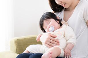 母親と赤ちゃんの写真素材 [FYI04655614]