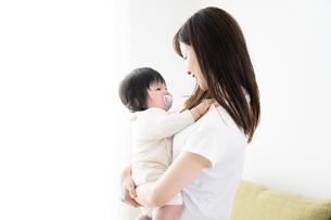 母親と赤ちゃんの写真素材 [FYI04655619]