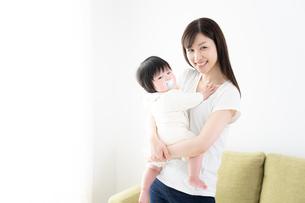 母親と赤ちゃんの写真素材 [FYI04655620]