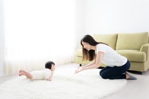 母親と赤ちゃんの写真素材 [FYI04655654]