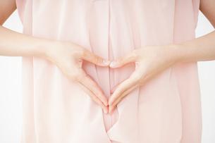 妊娠した女性の写真素材 [FYI04655976]