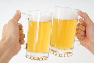 ビール・乾杯イメージの写真素材 [FYI04656788]