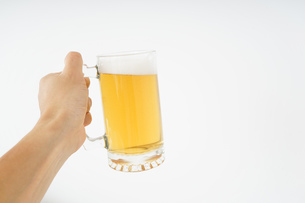 ビール・乾杯イメージの写真素材 [FYI04656794]