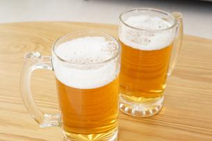ビール・乾杯イメージの写真素材 [FYI04656795]