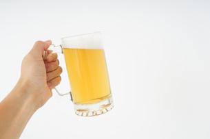 ビール・乾杯イメージの写真素材 [FYI04656796]