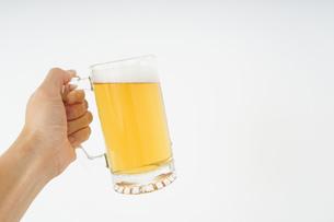 ビール・乾杯イメージの写真素材 [FYI04656799]