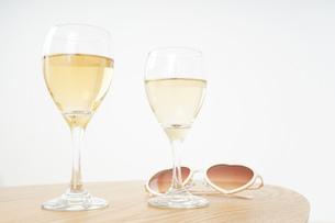 ワイングラス・シャンパンイメージの写真素材 [FYI04656818]