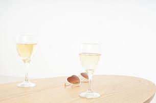 ワイングラス・シャンパンイメージの写真素材 [FYI04656821]