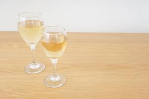 ワイングラス・シャンパンイメージの写真素材 [FYI04656829]