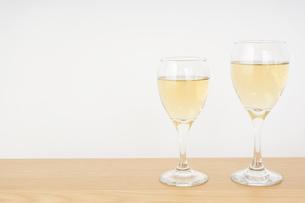 ワイングラス・シャンパンイメージの写真素材 [FYI04656835]