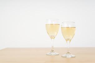 ワイングラス・シャンパンイメージの写真素材 [FYI04656840]