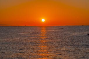 日の出と桂浜の写真素材 [FYI04657065]