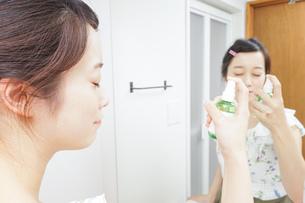 ミスト 化粧品 スキンケアの写真素材 [FYI04657746]
