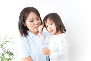 病院 子ども 診察の写真素材 [FYI04658269]