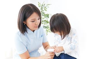 病院 子ども 診察の写真素材 [FYI04658274]