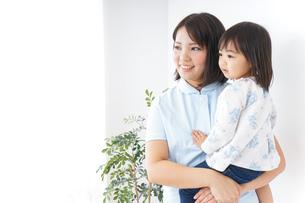 病院 子ども 診察の写真素材 [FYI04658281]
