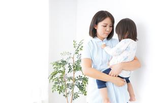 病院 子ども 診察の写真素材 [FYI04658282]