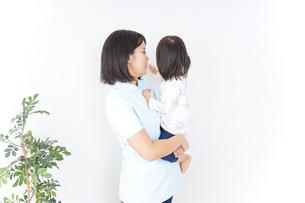病院 子ども 診察の写真素材 [FYI04658291]