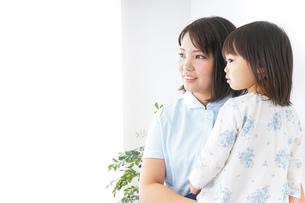 病院 子ども 診察の写真素材 [FYI04658294]