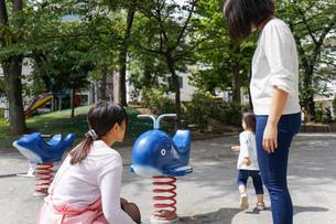 幼稚園に行く子供の写真素材 [FYI04658343]
