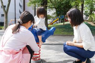 幼稚園に行く子供の写真素材 [FYI04658345]